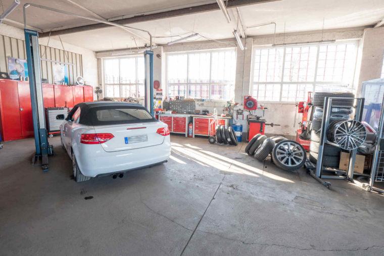 Werkstatt HL Motorsport von innen