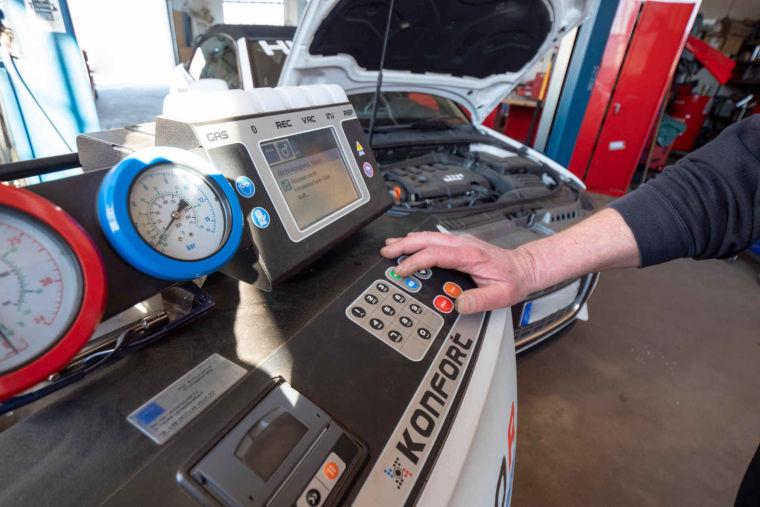 Motorprüfungsgerät der Autowerkstatt HL Motorsport