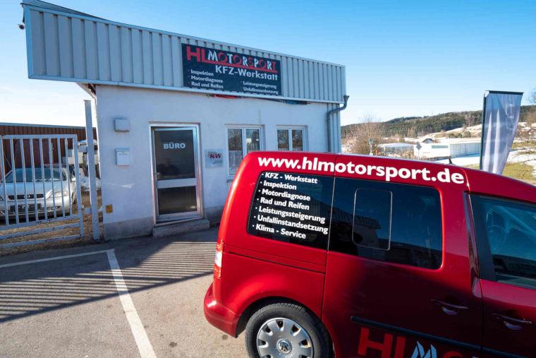 Firmenwagen der Autowerkstatt HL Motorsport in Kaufbeuren