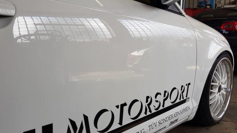 Reklamewagen der Autowerkstatt HL Motorsport